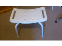Free-standing shower seat