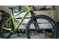 Downhill/trek mountain bike