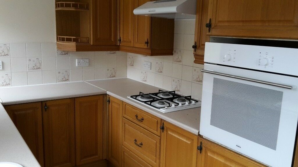 KITCHEN UNITS, SINK , NEW HOB, OVEN AND EXTRACTOR £100 IF TAKEN THIS WEEKEND