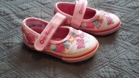 Girls shoes, size 4, never worn