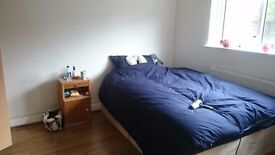 Double Room for short term let near Seven Sisters/Tottenham Hale close to bus and train (Bills Incl)