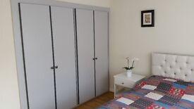 2 Stunning double rooms in Teddington-Richmond
