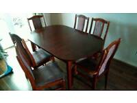 Extendible table and 6 chairs.