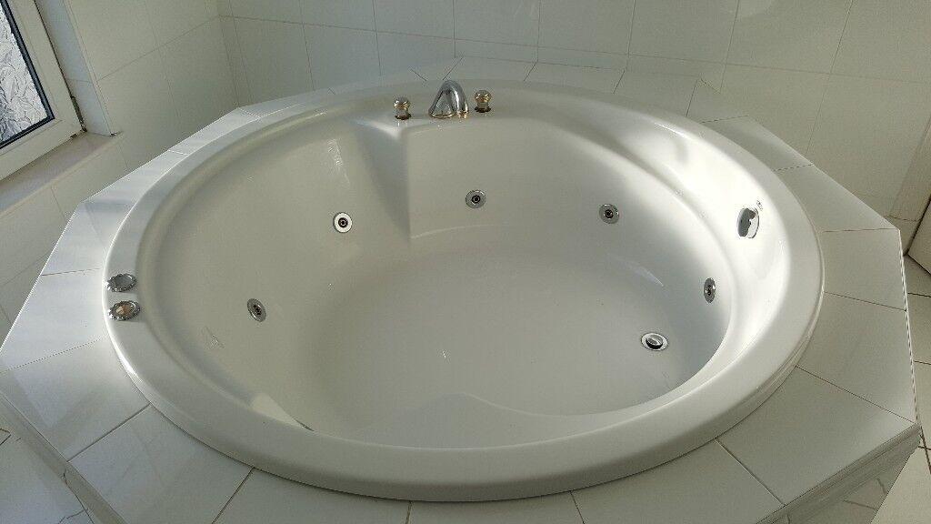 Round jacuzzi bath | in Bearsden, Glasgow | Gumtree