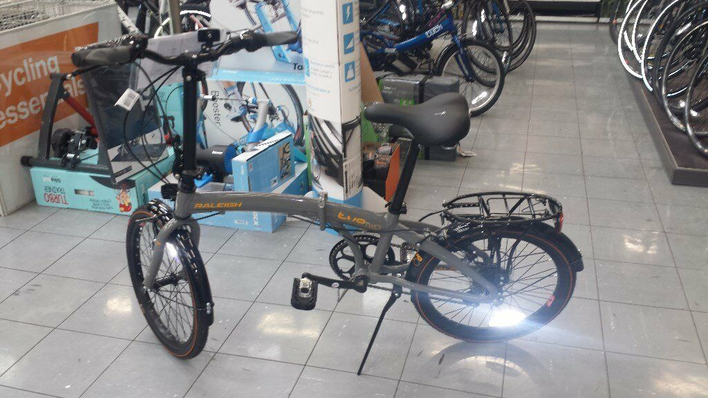 Folding bike Raleigh Evo 2. Excellent condition 6 weeks old.