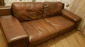 2 sofa's 3 seater n 2 seater