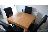Extandable table and 4 chairs