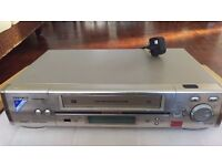 HITACHI FX880E VHS Recorder FOR SALE