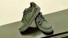 Black nike trainers size 11