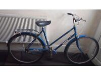 Vintage Ladies Raleigh Traveller Town Hybrid Bike