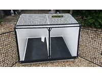 Lintran DB10 - car dog crate. Great condition. Keeps pets cool and the car free from dirt