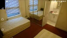 Quality en-suite twin double bedroom room