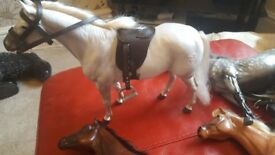 ***COLLECTION/BUNDLE OF PONY PARADE HORSES/RIDERS + ACCESSORIES***