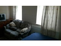 double/twin fully furn room to let,couples/twin ok,£130/160pwk free wifi,close bus,cityshort term ok