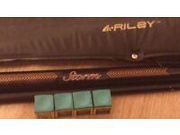 Riley storm pool/snooker cue