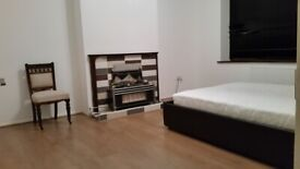 Massive Kingsize Bedroom in Ilford (Close to Newbury Park Station)