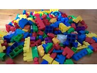 HALF TERM GODSEND BARGAIN MEGA BLOCKS MEGABLOCKS LIKE DUPLO LEGO HUNDREDS