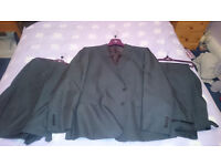 Moss Bros Esq Man's Suit - Charcoal/Regular Fit (2x Trousers)