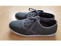 Slazenger canvas pumps Unisex size UK 5.5, Eruo 39 Grey