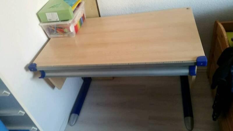 verstellbarer schreibtisch f r kinder in berlin marzahn ebay kleinanzeigen. Black Bedroom Furniture Sets. Home Design Ideas