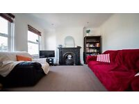 **FANTASTIC DOUBLE ROOM TO RENT** PRIVATE BALCONY!! IDEAL LOCATION!! TURNPIKE LANE, HARINGEY, N22!!