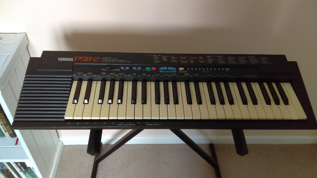 Yamaha Psr 2 Keyboard With Stand And Mains Adapter In