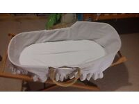 Moses basket with fold stand