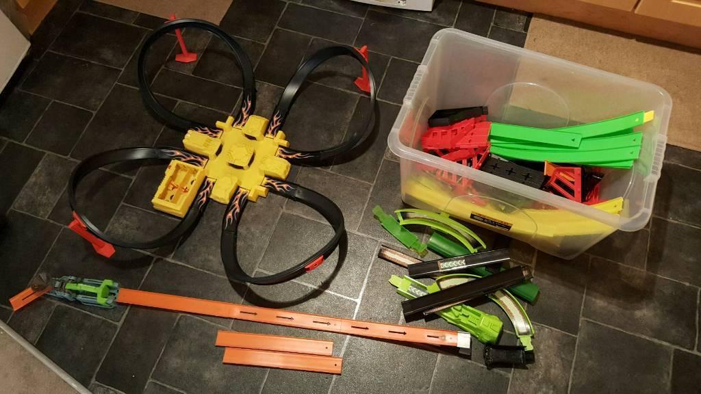 Toy Hot wheels criss cross crash