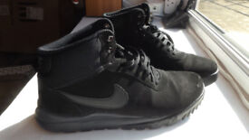 Nike Hooodland black suede trainer boots, size 10, perfect shape!