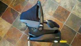 Maxi Cosi Pebble, Familyfix Base & Free Uppababy pushchair adaptors