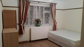 Beautiful Double Room (Close to Newbury Park Station)