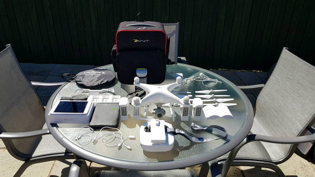 DJI PHANTOM 4 PRO...PLUS LOADS OF EXTRAS...EXCELLENT CONDITION £1000