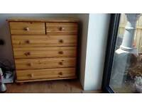 Solid pine drawer unit with ceramic handles