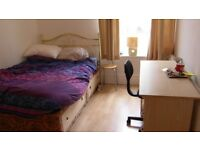 Sunny Double Room in Westferry - 1 month for Sept