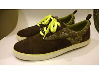 Clarks boys low profile lace up pumps. Suede. Brown and green. Size 5