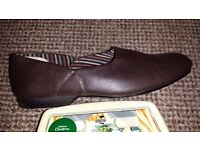 Mens Clarks Brown Leather Slippers, size 7.5