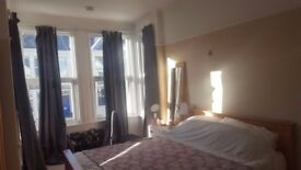 Large double room in light and airy house