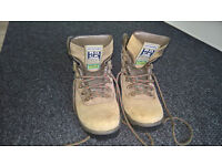 Mens Hiking boots waterproof size 9