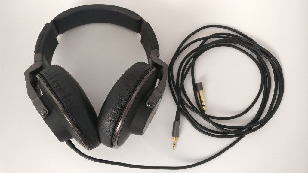 45fd945cdf7 AKG K550 premium foldable closed back over-ear studio/reference headphones