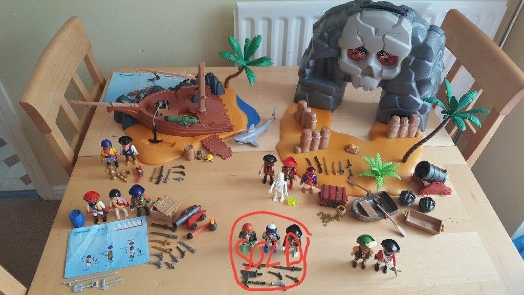 Playmobil Pirate Bundle 5804 Take Along Treasure Island 4136 Island