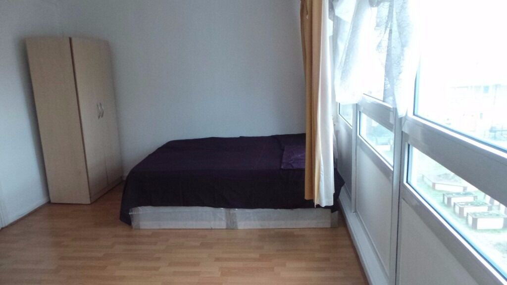 Large Double Room To Rent In Mile End, Just Behind Mile End Station. All Bills Inc. (not a studio)