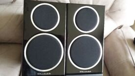 Wharfedale Diamond 220 Bookshelf Speakers New in original packaging /box