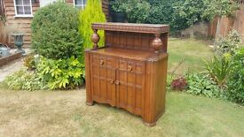 Beautiful Oak Sideboard / Chiffonier