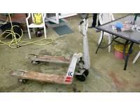 Hydraulic pallet lift (trolley)