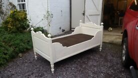 Childrens sleigh bed