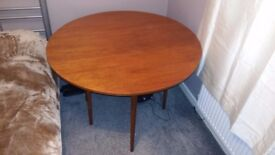 Solid wooden round table - 120 cm