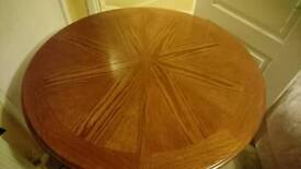 Very nice dining table and chairs