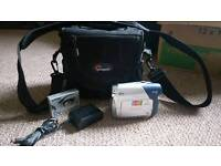 Canon Mini DV (MD101) Camcorder with bag, charger & DV tape