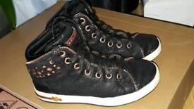 Skechers girls black shoes size 13