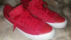Red CONVERSE 9/42.5